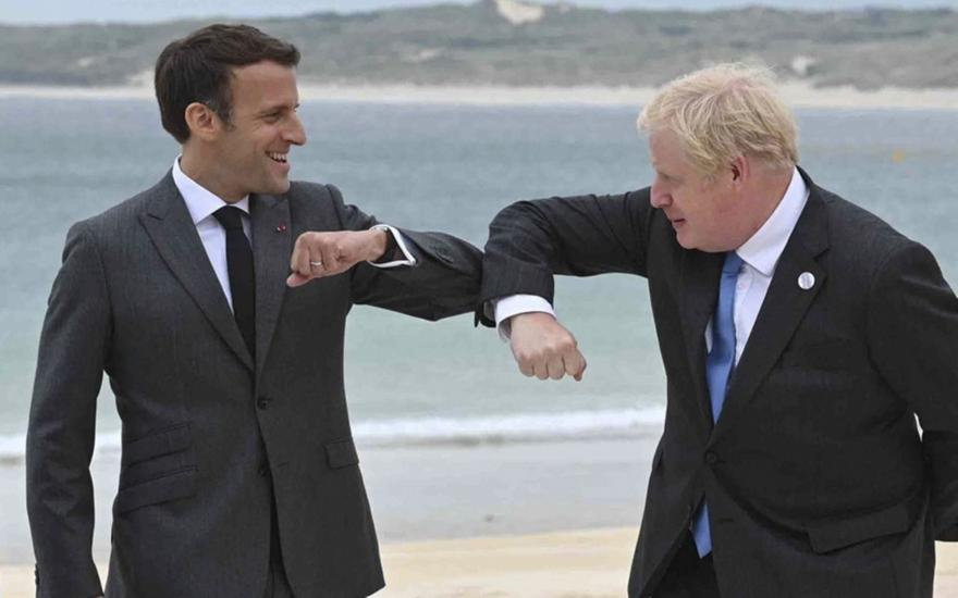 AUKUS: Ο Μπόρις Τζόνσον επιδιώκει εξομάλυνση με τη Γαλλία