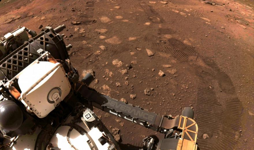 NASA: Ρόβερ θα ψάξει για νερό σε μορφή πάγου στη Σελήνη