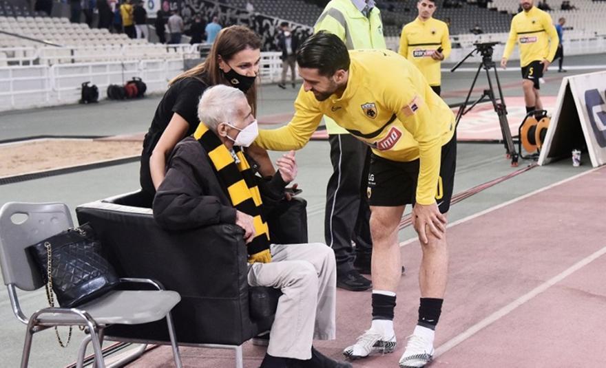 AEK: Οι παίκτες αφιέρωσαν τη νίκη στον Σεραφείδη