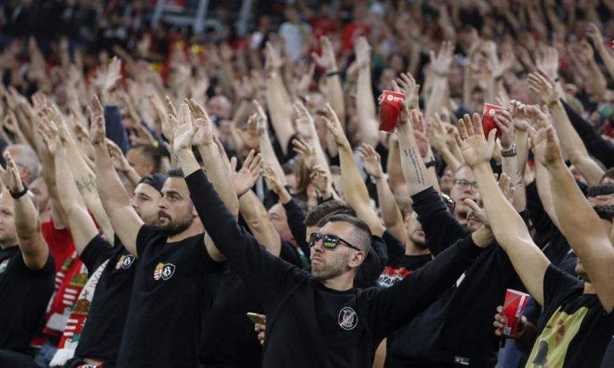 Καμπάνα στην ποδοσφαιρική ομοσπονδία της Ουγγαρίας από FIFA