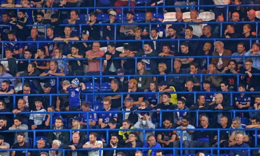 Επιστρέφουν οι όρθιοι οπαδοί σε Premier και Championship