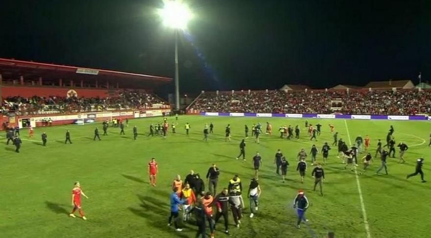Βελέζ: Οπαδοί επιτέθηκαν σε διαιτητές