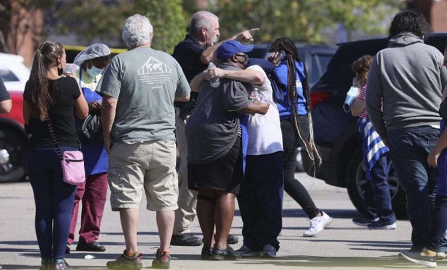 ΗΠΑ: Ένοπλη επίθεση με νεκρό και τραυματίες σε super market