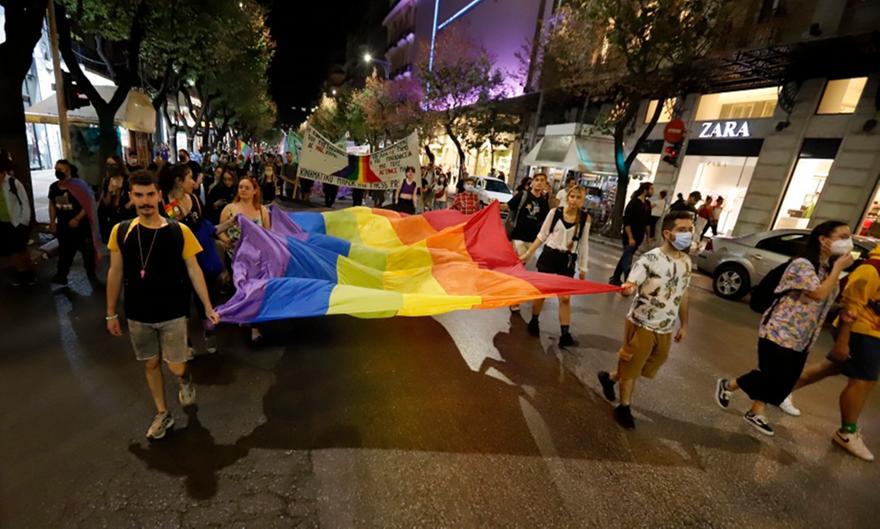 Thessaloniki Pride: Επίθεση με πέτρες στην παρέλαση