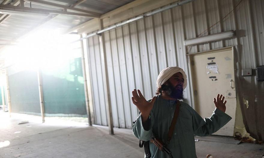 Αφγανιστάν: Σχεδόν 100 Αμερικανοί ακόμα περιμένουν να φύγου
