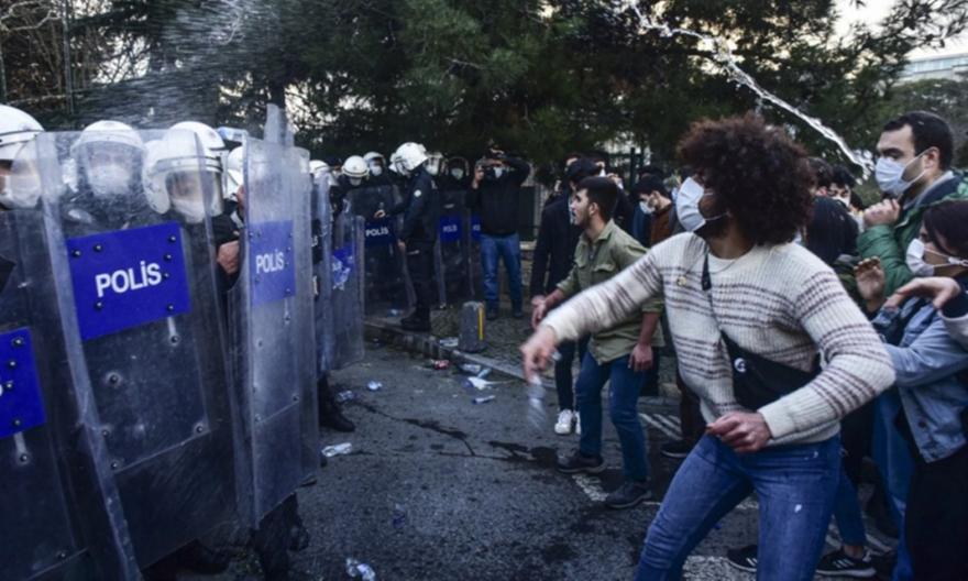 Τουρκία: Ο Ερντογάν συλλαμβάνει φοιτητές